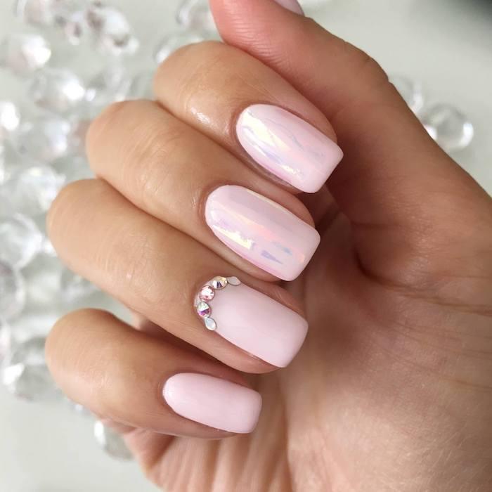 nageldesign selber machen, rosa nagellack, chrome, 3d dekorationenn, strasssteinchen