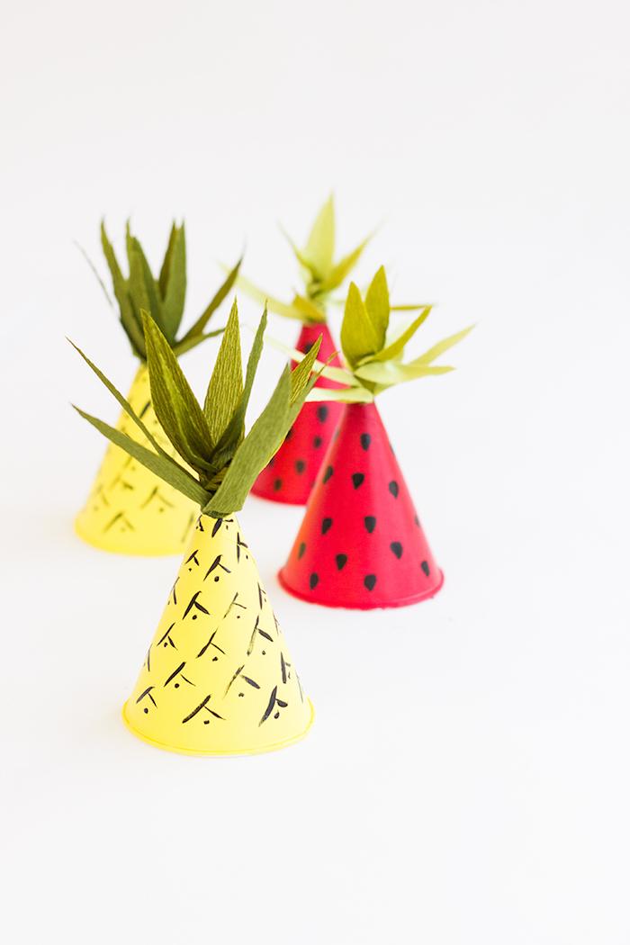 Lustige Partyhütchen in Form von Wassermelone und Ananas selber basteln, coole Idee für Sommerparty