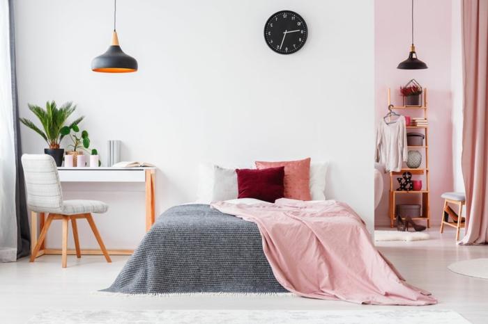 ein schönes Jugendzimmer mit einem kleinen Bett und Regale, Altrosa Farbe von Wand