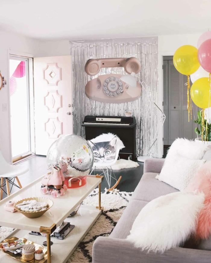 Babyparty Ideen, schöne Deko mit Ballons, die Gäste zu Hause empfängen