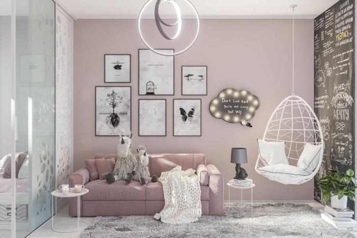ein modernes Wohnzimmer, rosa mischen, kleine schwarz-weiße Bilder, grauer Teppich