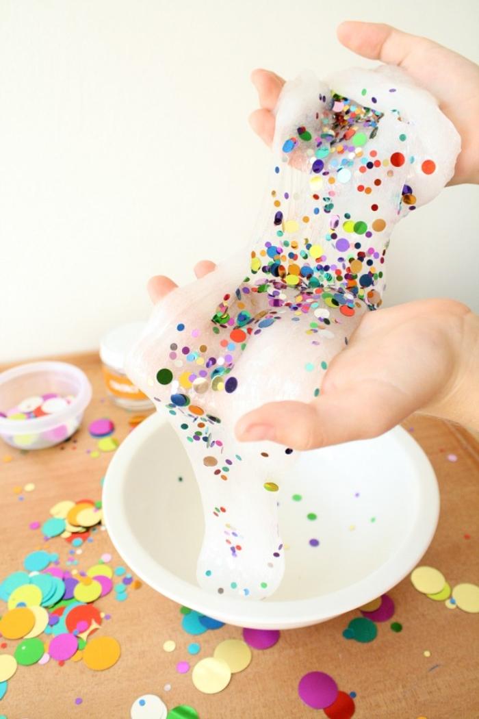schleim machen, ideen, knoten mit konfetti und bunte glitter ideen, weiße paste