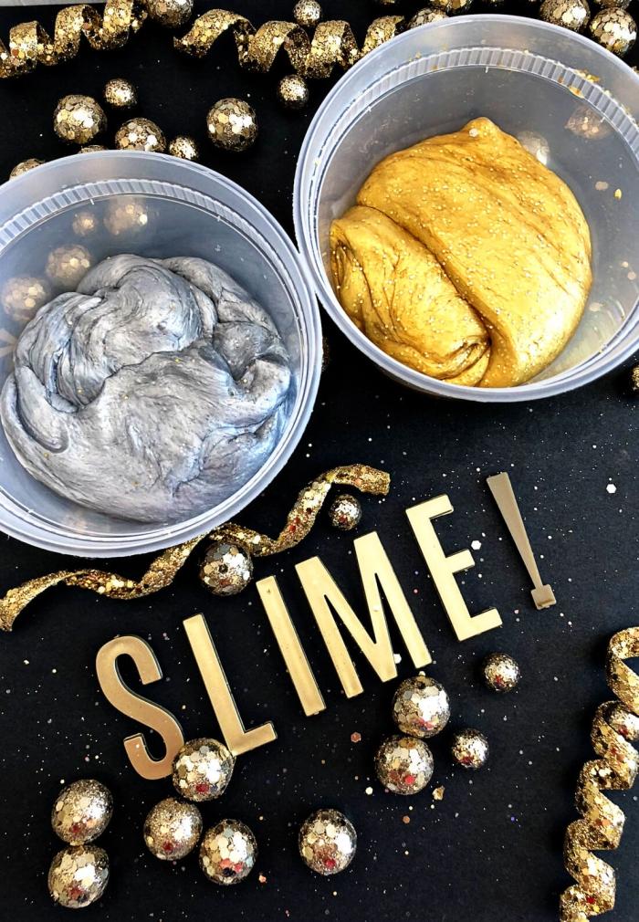 schleim rezept idee zum silvester, aufschrift slime, goldene perlen, silberner teig