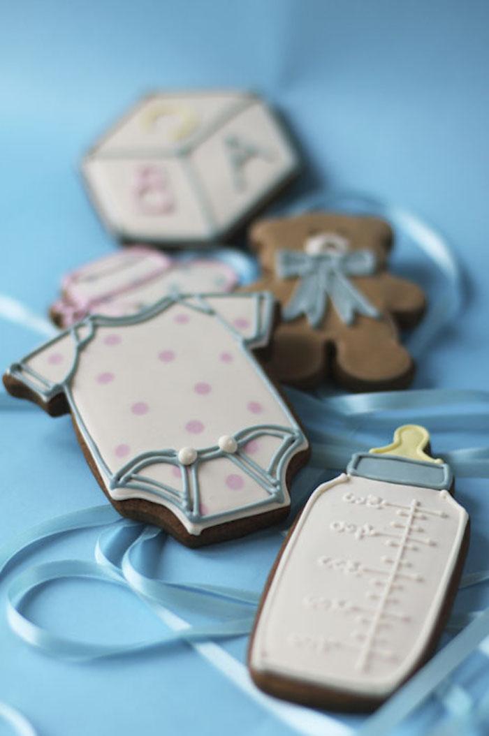Kekse in Form von Babybody, Schnuller und Kuschelbären selber backen und dekorieren, Überraschung zur Taufe