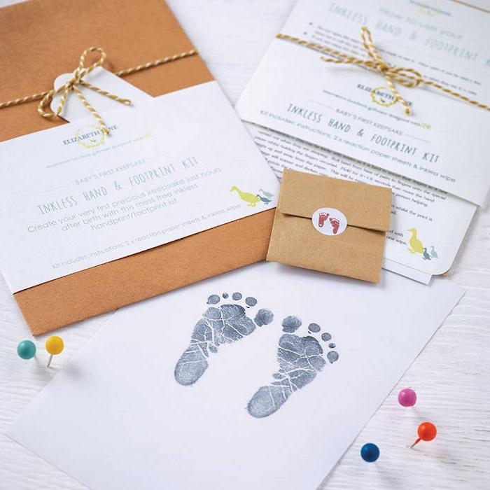 Idee für personalisiertes Baby Geschenk, Fußabdrücke des Babys in Rahmen stecken