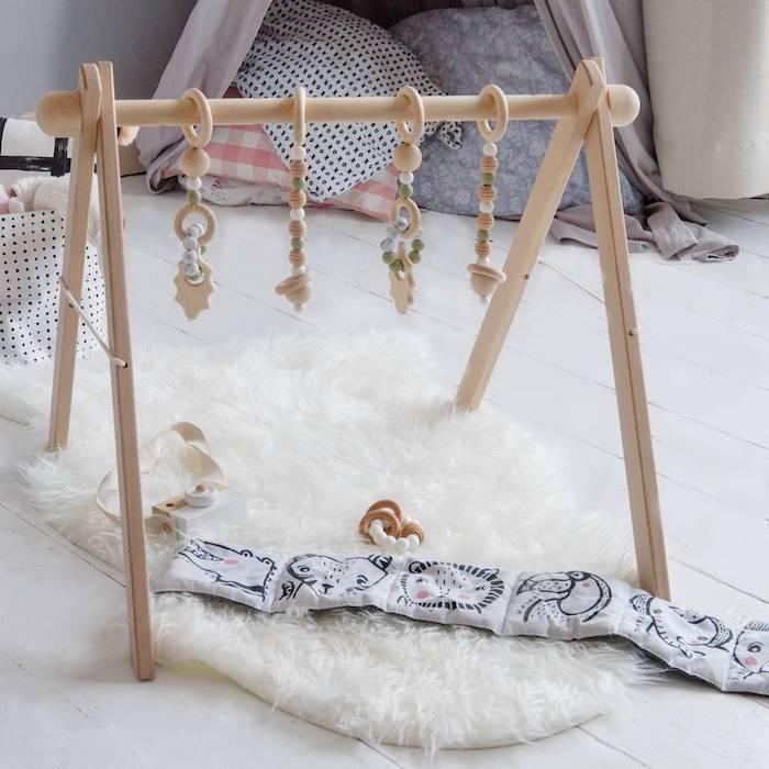 Ideen für Taufgeschenk, Spielzeug aus Holz, mit Mobilen spielen