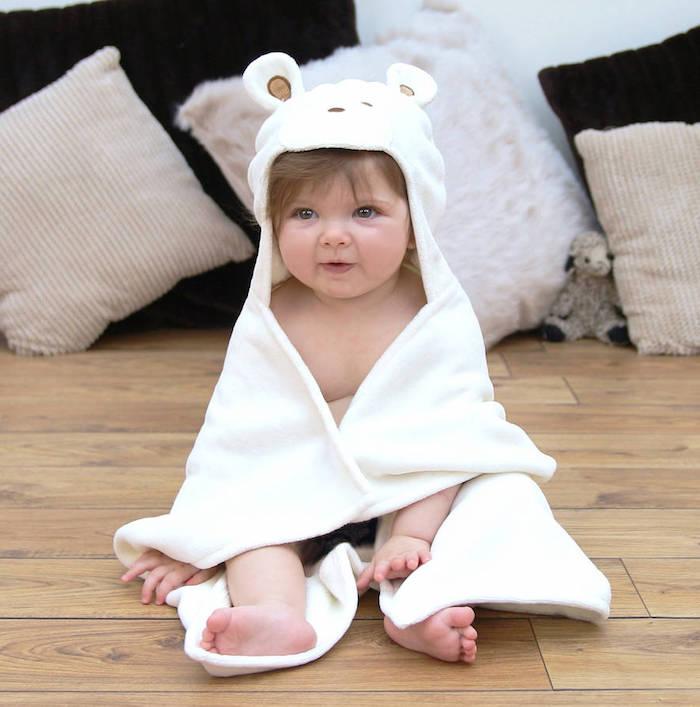 Idee für schönes Taufgeschenk, weißer Baby Bademantel mit Ohren