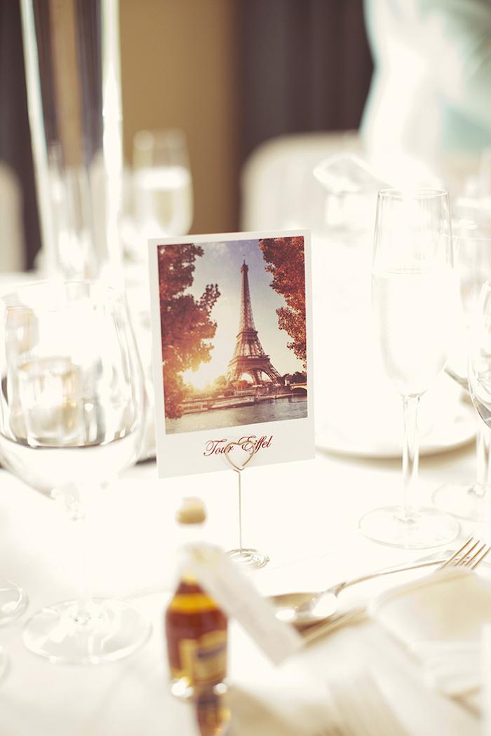 Originelle Idee für Tischdeko, kleine Bilder von romantischen Städten, Fotoständer in Form von Herz