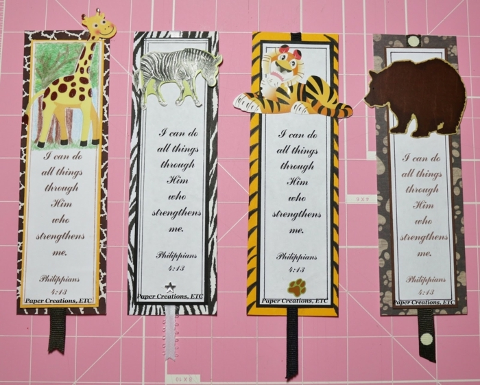 vier DIY Lesezeichen mit kleinen Tier als Verzierung, Giraffe, Zebra, Tiger und Bär