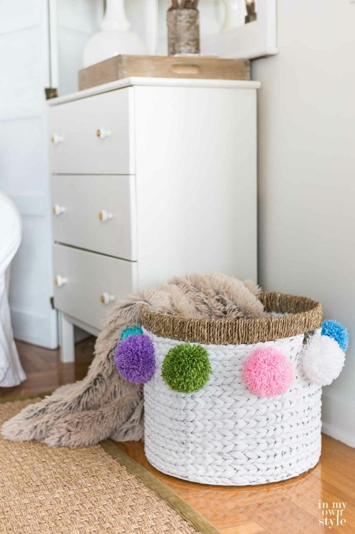 1001 ideen f r pompons basteln zum entlehnen. Black Bedroom Furniture Sets. Home Design Ideas