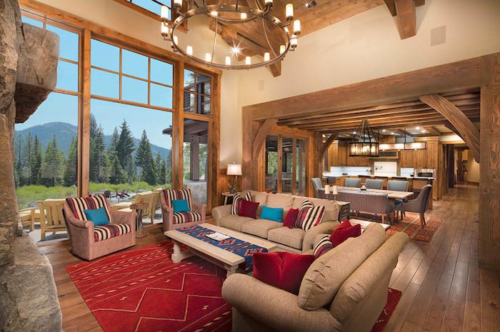 wohnzimmer einrichten, möbel in mediterranischen stil, dekokissen mit streifen, kronleuchter