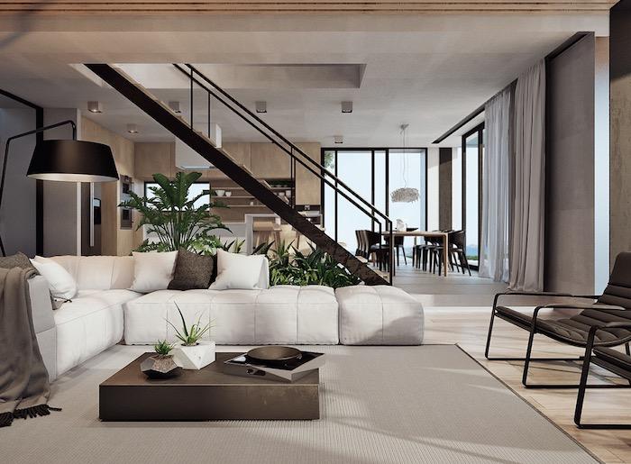 wohnzimmer ideen, große grüne pflanzen, große lampe, weißes ecksofa, graue gardinen