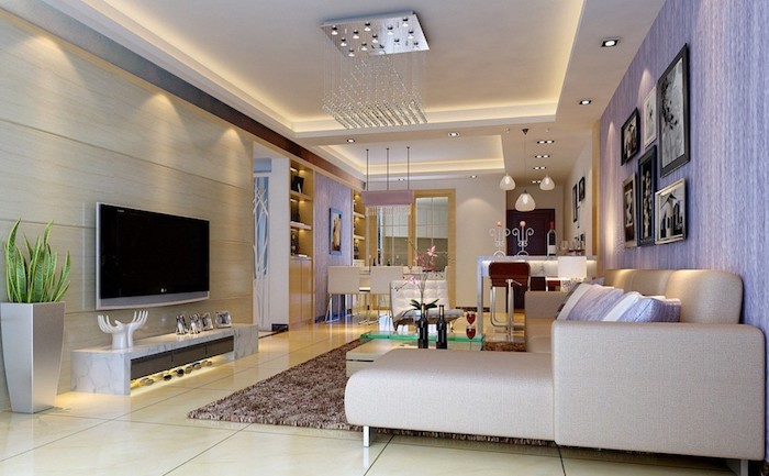 wohnzimmerwand ideen, lila wand, familienfotos als wanddeko, große keramikfliesen, modern