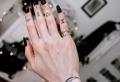 Finger Tattoo: Über 70 coole Motive und ihre Bedeutung