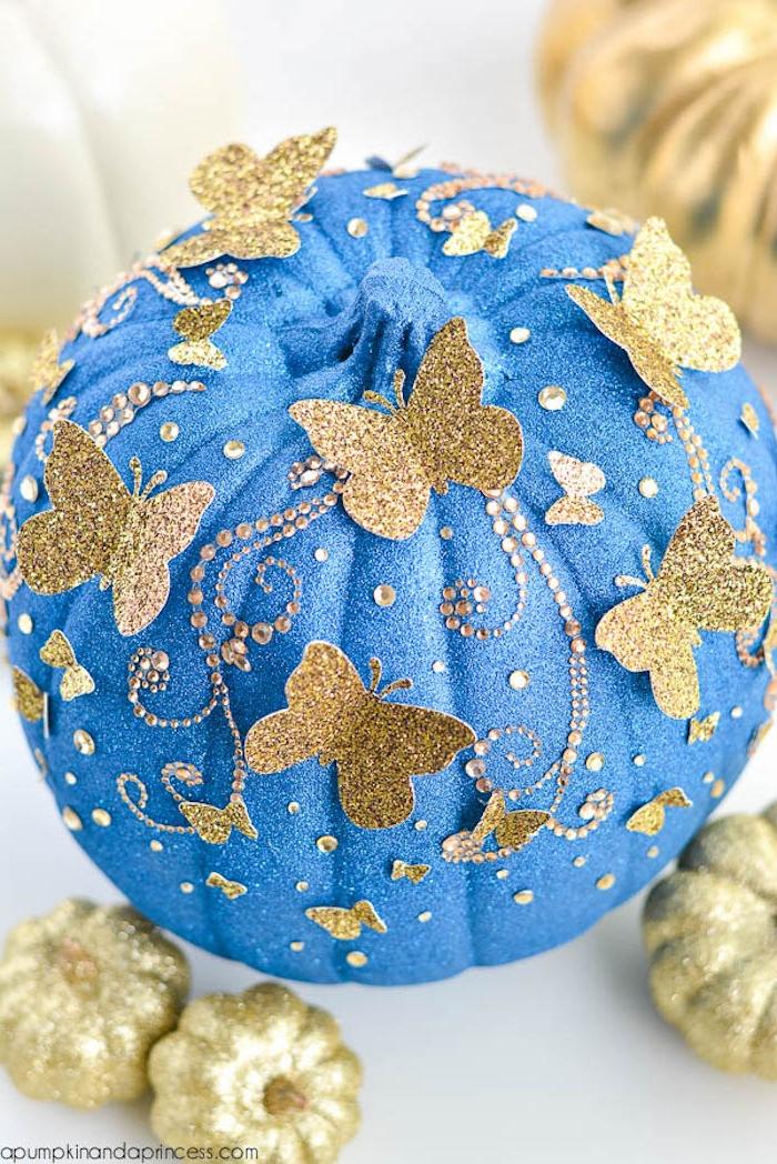 Aschenputtel Partydeko, blauer Kürbis mit goldenen Schmetterlingen