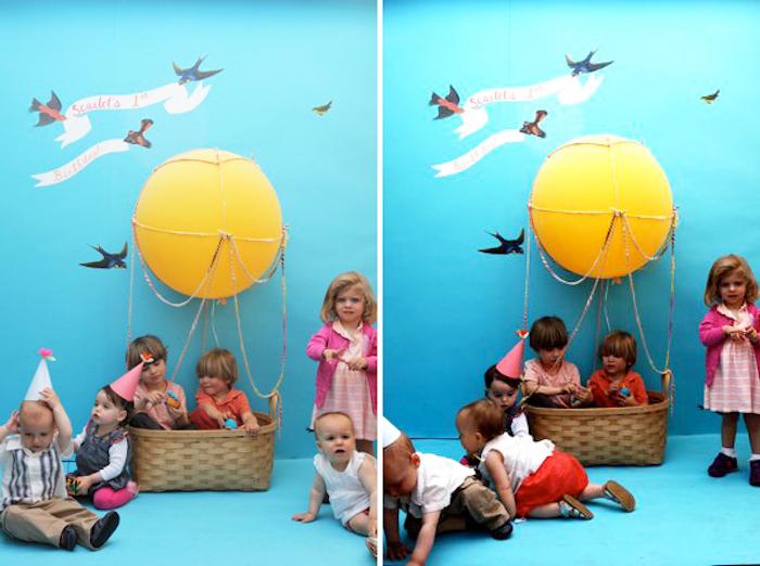 baby geschenk basteln, gelber ball, viele kleine kinder, geburtstagsparty, blauer hinterdrung