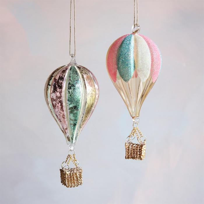 ballon basteln, zwei heißluftballon dekoriert mit glitzer, goldene körbe