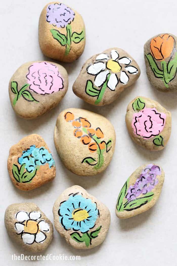 Bunte Blumen auf Steine zeichnen, Steine mit Acrylfarben bemalen, schöne DIY Idee