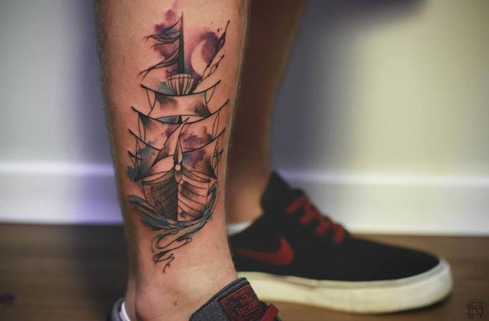 ein boden aus holz und zwei beine mit schwarzen schuhen und einem kleinen aquarell tattoo mit einem schiff und mit einem weißen halbmond, aquarell tattoo bein