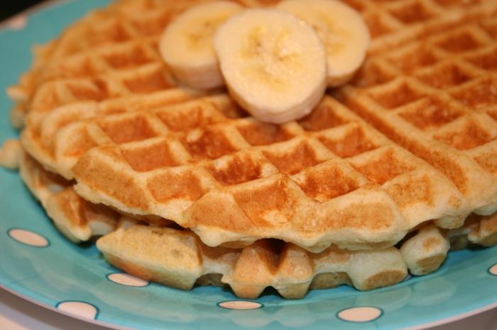 lecker essen und nicht abnehmen, belgische Waffeln mit Bananen, traumhafter Frühstück