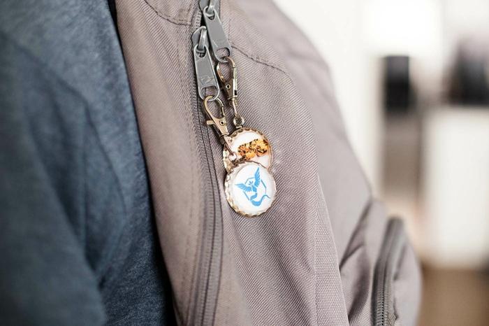 Schlüsselanhänger für den Rücksack mit verschiedenen Symbolen, Schlüsselband selber machen