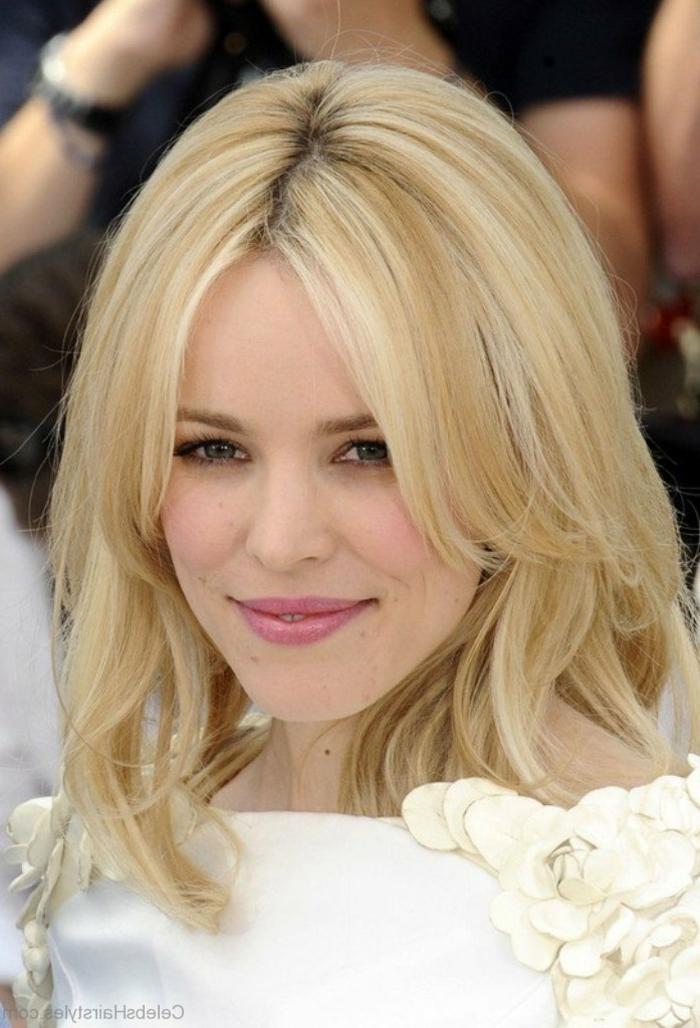 blonde Haare, Reese Witherspoon, welche Frisur passt zu mir, Etagenfrisur mit Pony, leichtes Make up