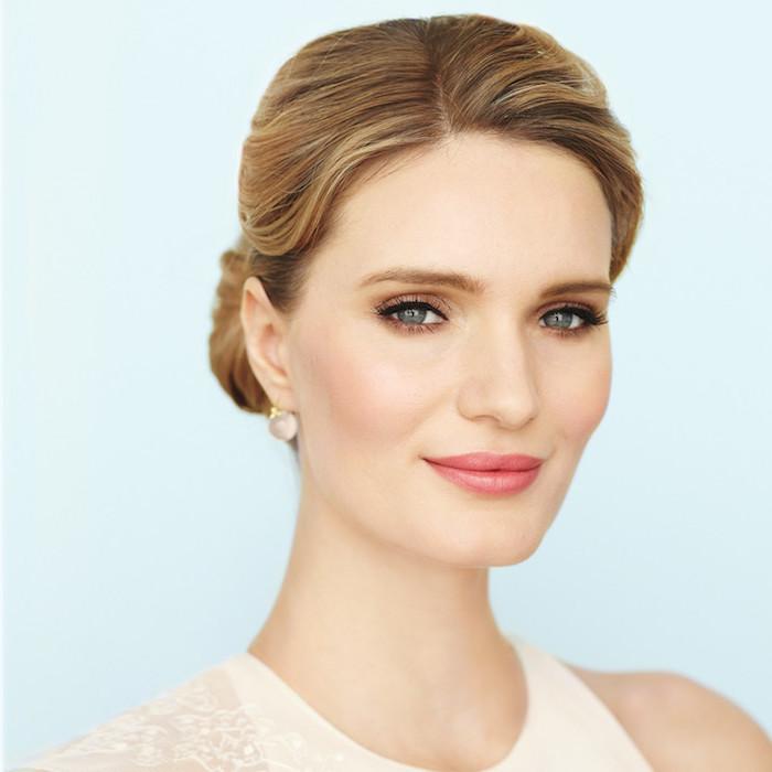 hochzeit schminke, blonde strähnen, grüne augen, make up in gold
