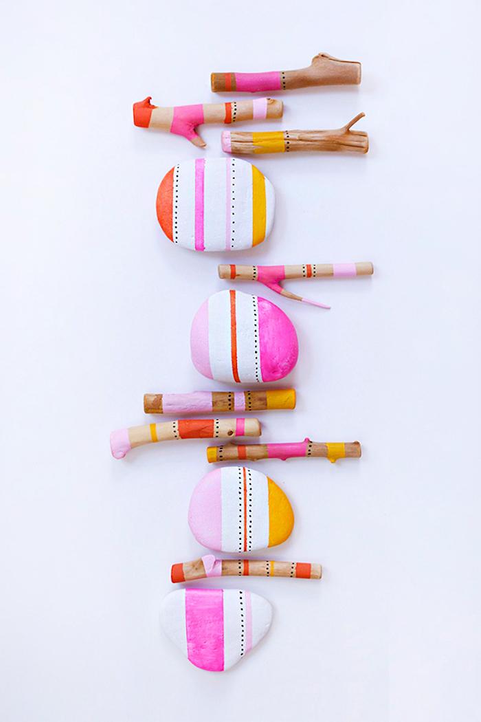 Kleine Steine und Stäbchen mit Acrylfarben dekorieren, DIY Deko Ideen