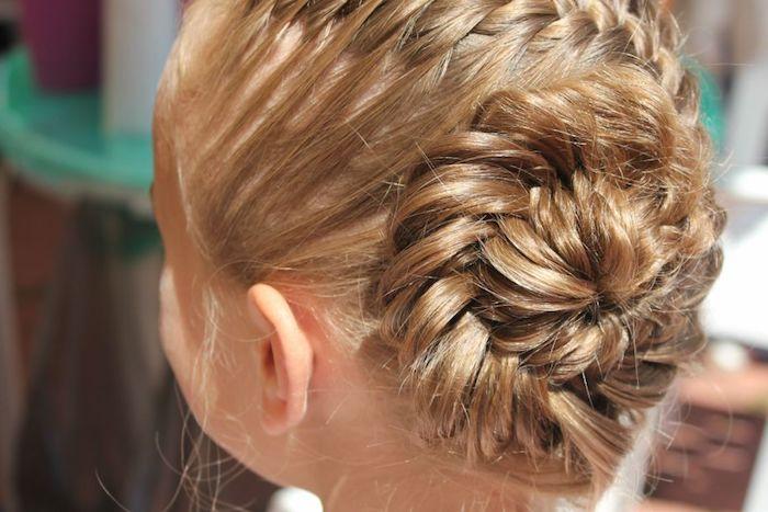 Dutt Frisuren für Mädchen, Flechtfrisur für besondere Anlässe, Kinderfrisuren für lange Haare