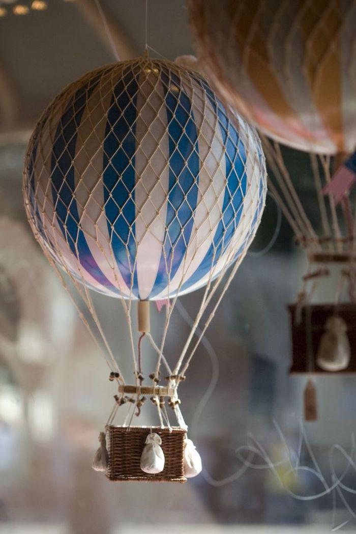 deko heißluftbalon, mini säke mit sand, großer ball in weiß und blau, bastelanleitung