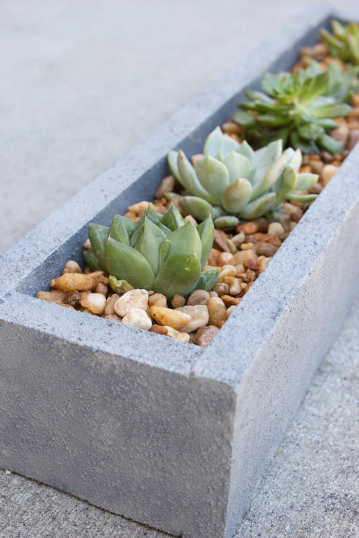 deko ideen selbst machen, pflanzgefäß aus holz, langer blumentopf in beton optik