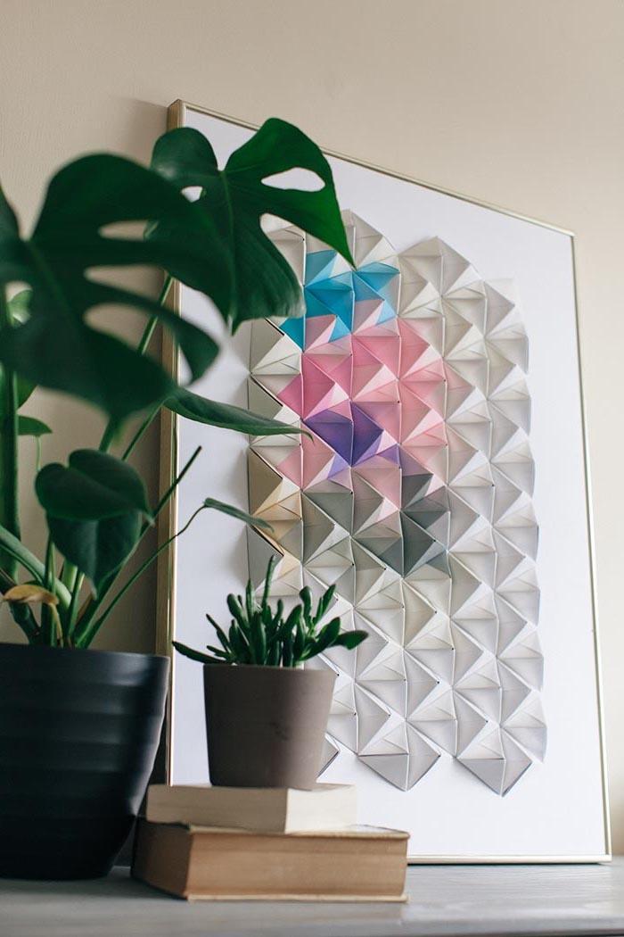 deko ideen wand, großes 3d bild, dreiecke aus papier, grüne pflanzen, diy bastelideen