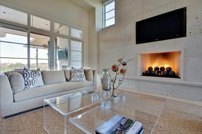 wohnzimmermöbel modern, deko in orientalischer stil, kamin im zimmer, langes sofa, glastisch mit vasen darauf