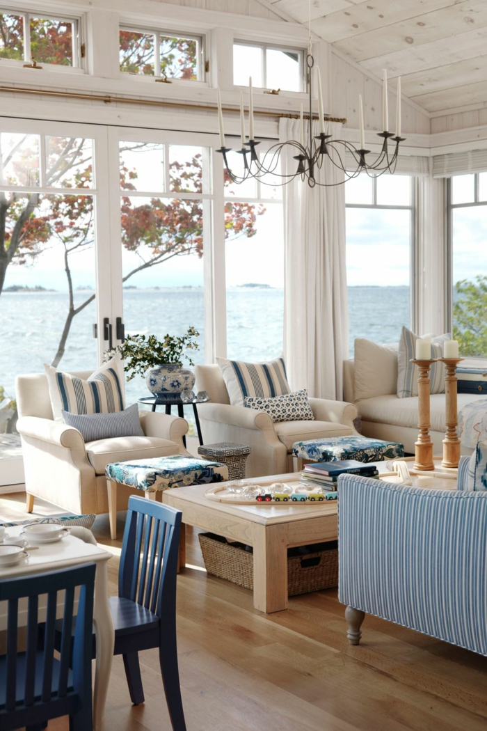 maritime und landhaus vereint, landhausmöbel ideen und designs, haus am meer, blau und beige einrichtung