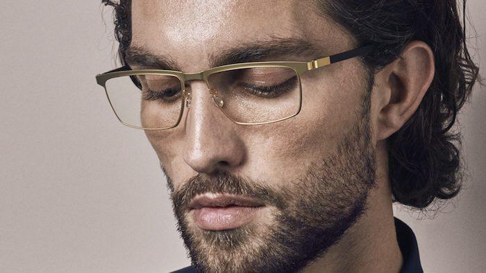 junger mann, eine schwarze haare, ein mann mit einem schwarzen bart und mit einer schwarzen brille
