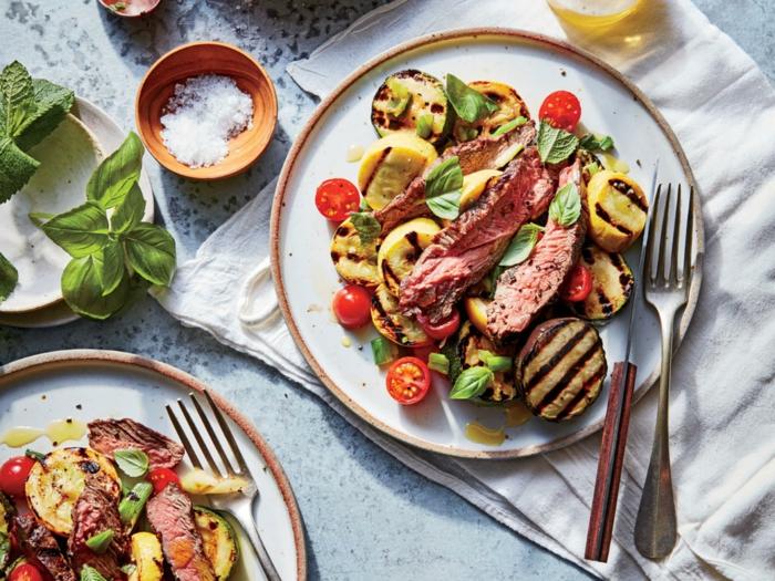 Gerichte zum Abnehmen, Rindfleisch, gegrillte Aubergine, Kirschtomaten und Karotten