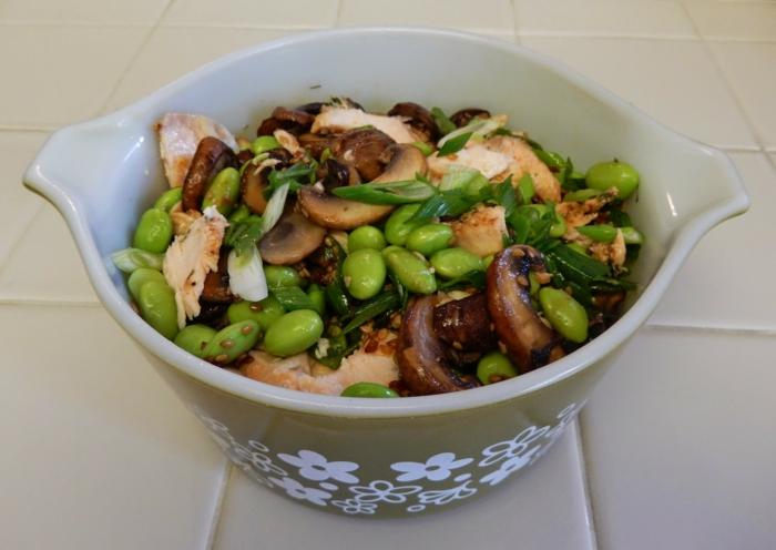 Eintopf mit Hühnchenfleisch, Bohnen, Pilze und Petersilien, Gerichte zum Abnehmen