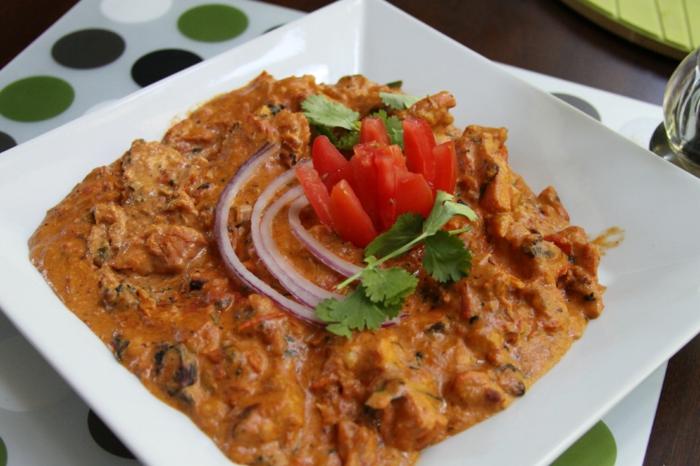 indische gesunde Gerichte, Curry Chicken, ein Curry Soße und geschmackvolle Hühnchenhappen