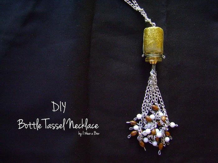 eie kette selber basteln aus einer kleinen goldenen gelben flasche für kontaktlinsen, glas recyceln ideen