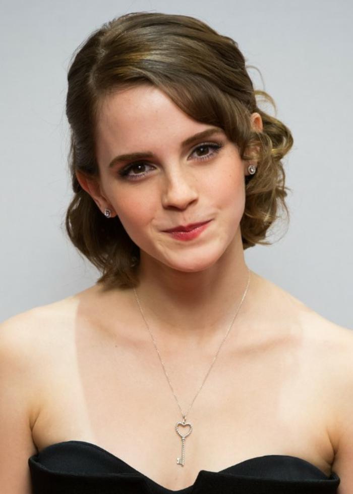 Emma Watson, ovales Gesicht, braune Haare, eine Hochsteckfrisur, Frisur testen, schwarzes Kleid