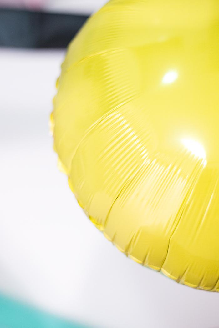 Emoji Ballons selbst gestalten, DIY Überraschung zum achtzehnten Geburtstag, Geburtstagsdeko selber machen