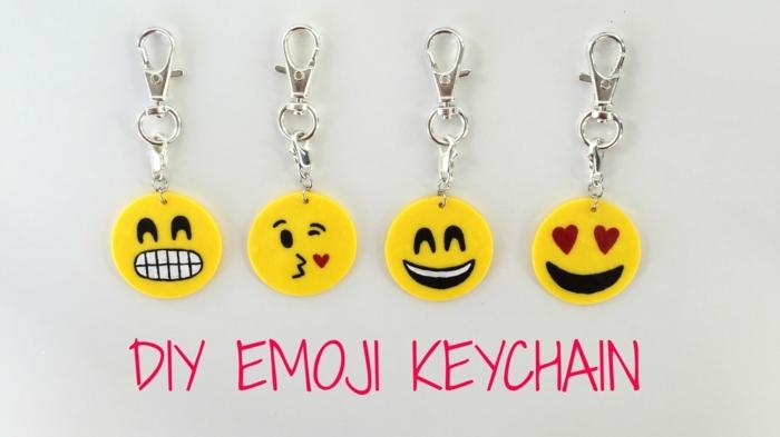 vier kleine Emoji Schlüsselanhänger, Schlüsselband selber machen