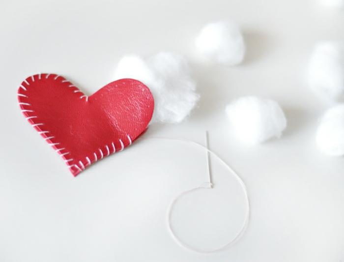 eine Figur von Herzen voller Watte, Schlüsselanhänger selber machen