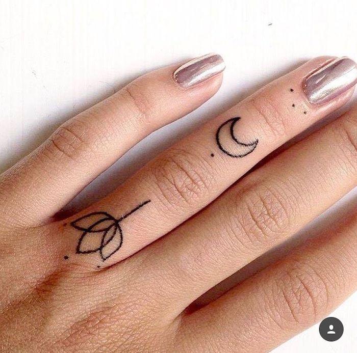 Zwei kleine Tattoos am Ringfinger, Lotus und Mond, Metallic Nagellack