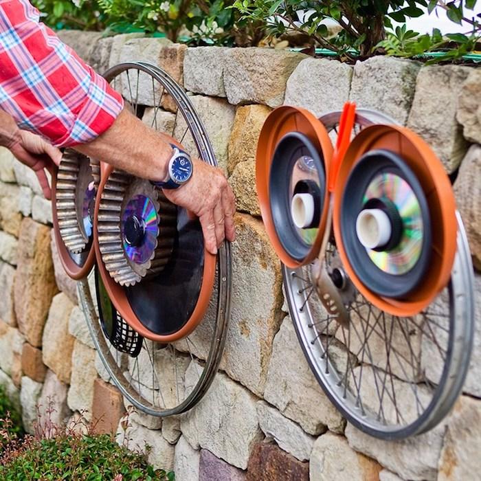 gartendeko ideen, selbstgemachte eulen aus recycelten materialien, fahrradteile