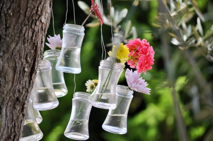 gartendeko ideen zum selbermachen, vasen aus einmachgläsern, blumen