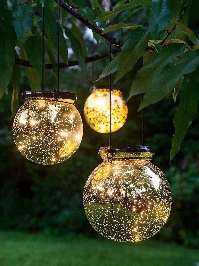 gartendeko selbstgemacht, baum dekorieren, winglichter aus glas, garten beleuchtung