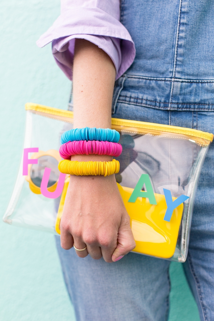 Bunte Armbänder mit Kreisen aus Papier, DIY Geschenk für Freundin, coole Bastelideen