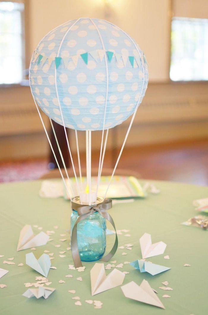 geldgeschenk heißluftballon, glaues einmachglas, glaue schleife, gepunktete laterne