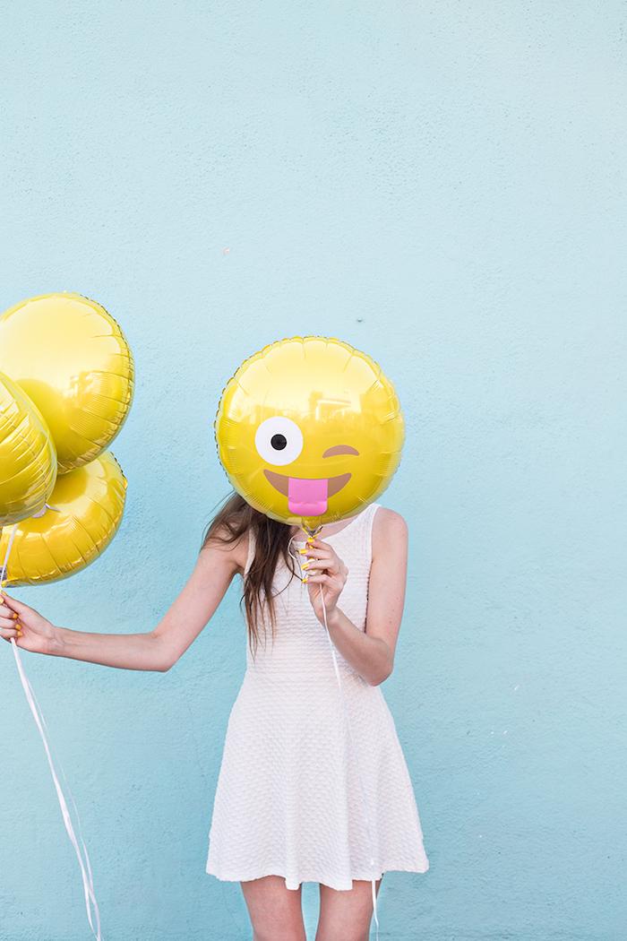 Überraschungsparty zum achtzehnten Geburtstag organisieren, Emoji Ballons selber machen